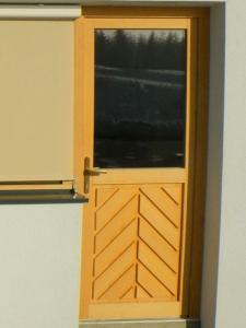 stranska vhodna vrata (1)