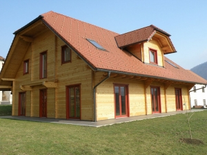 Okno v škatli – lesena hiša