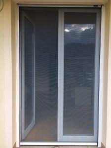 Balkonska vrata z rolo komarnikom